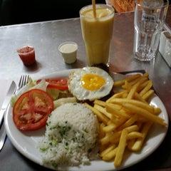 Photo taken at Cumarim Burger Grill by Bruno P. on 8/29/2014
