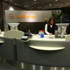 Foto tirada no(a) Lufthansa Business Lounge / Tower Lounge (Non Schengen) por Varaporn P. em 10/21/2012