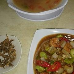 Photo taken at Sri Wangsa Seafood by Samad M. on 9/8/2014