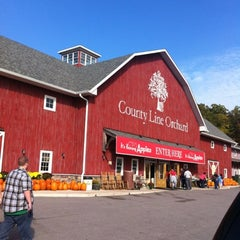 Photo taken at County Line Orchard by Alyssa C. on 9/29/2012