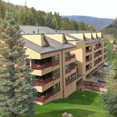 Photo taken at Marriott Streamside At Vail Douglas Building: A Marriott Vacation Club Resort by Karen H. on 7/5/2013