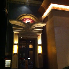 Photo taken at Cheesecake Factory by Frank M. on 8/11/2014