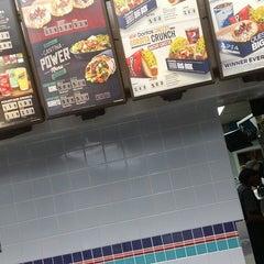 Photo taken at Taco Bell by Eddie K. on 11/9/2014
