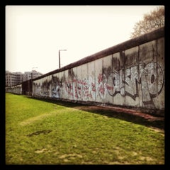 Photo taken at Baudenkmal Berliner Mauer   Berlin Wall Monument by Yanet D. on 4/19/2013