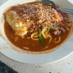 Photo taken at Mee Bandung Muar by Lee Z. on 12/1/2012
