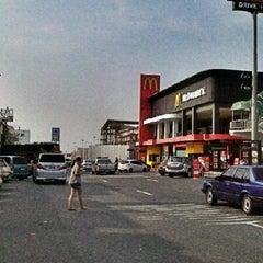 Photo taken at ศูนย์บริการทางหลวง ขาเข้า (Motorway Service Center - Inbound) by Changnoi C. on 10/14/2012