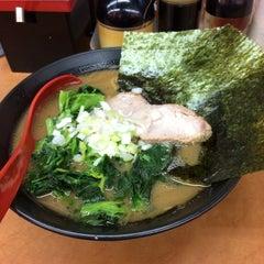 Photo taken at 横浜ラーメン武蔵家 幡ヶ谷店 by しぶ on 1/13/2015