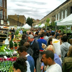 Photo taken at Columbia Road Flower Market by Alexandre L. on 9/16/2012