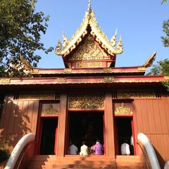 Photo taken at วัดพระแก้ว (Wat Phra Kaeo) by MiNdY M. on 12/8/2012