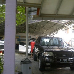 Photo taken at Bibil car wash and salon by Dody W. on 10/29/2012