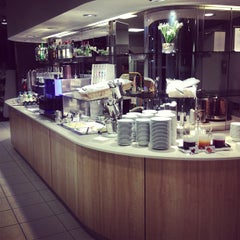 Photo taken at Lufthansa Business Lounge by Juergen S. on 2/15/2013