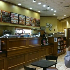 Photo taken at Dunkin' Donuts by Hideo N. on 10/17/2014
