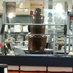 Photo taken at Golden Corral by Hoku S. on 9/8/2015
