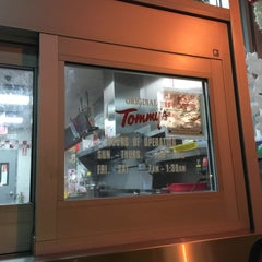 Photo taken at Original Tommy's Hamburgers by Cray S. on 12/23/2014