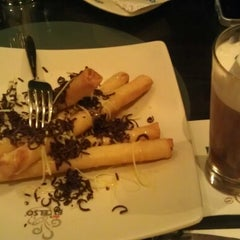 Photo taken at de`EXCELSO by Artha P. on 11/25/2012