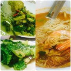 Photo taken at Alissara Thai Cuisine by Finn on 8/1/2015