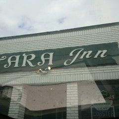 Photo taken at Tara's Inn by Robert E. on 10/12/2012