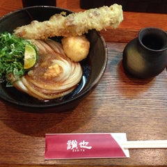 Photo taken at さぬきうどん専門店 讃也 by 竹取 翁. on 7/9/2014