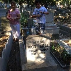 Photo taken at Soğukkuyu Mezarlığı by Sebas35 U. on 7/29/2014