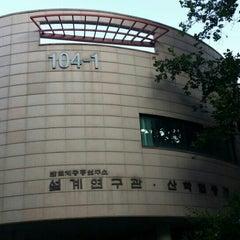 Photo taken at 서울대학교 반도체공동연구소 설계연구관 by pchama [⊙_⊙] on 9/4/2014
