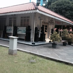 Photo taken at Museum Gedung Joang '45 by Deci N. on 3/27/2014