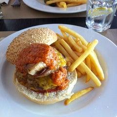 Photo taken at Stanford Gourmet Burger by Marta C. on 6/11/2014