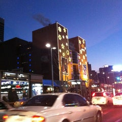 Photo taken at 신세계백화점 (SHINSEGAE Department Store) by summer ssong ssong k. on 12/31/2012