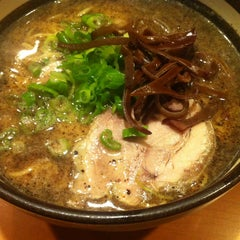 Photo taken at Santa Ramen by Qwerty on 5/24/2014