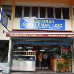 Photo taken at Restoran Nasi Lemak Lido by chard f. on 2/19/2015