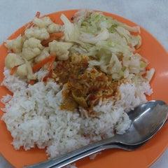 Photo taken at Restoran Mun Fong by Nic N. on 3/18/2013