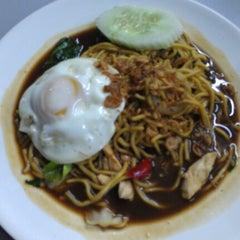 Photo taken at D'Lengkuas Restoran Selera Kampung by Joanne NicoleAnn on 9/29/2012