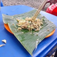 Photo taken at Mie Balap Seafood by Dewi K. on 1/8/2015