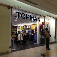 Photo taken at Topshop/Topman by Dee Da S. on 9/29/2012