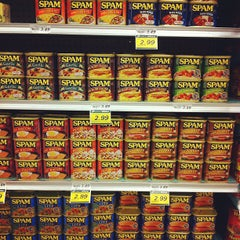 Photo taken at Foodland by Liane H. on 1/22/2013
