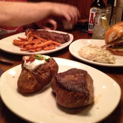 Photo taken at Outback Steakhouse by Hank R. on 10/18/2013