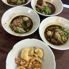 Photo taken at เรือทอง (Rue Thong Boat Noodle) by Prapat C. on 11/17/2015