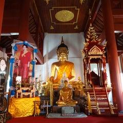 Photo taken at วัดเจ็ดลิน (Wat Chet Lin) by Prapat C. on 8/9/2015