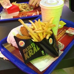 Photo taken at Burger King by Buse💋 on 11/22/2014