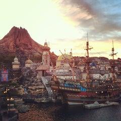 Photo taken at 東京ディズニーシー (Tokyo DisneySea) by Yi Seng C. on 4/3/2013