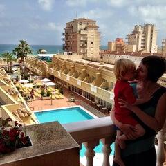 Foto tomada en Hotel RH Casablanca Suites Peñíscola por Robin W. el 6/17/2013