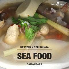 Photo taken at Restoran Seri Bunga by Cin T. on 9/26/2014