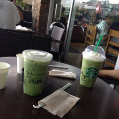 Photo taken at Starbucks Coffee by Yanna V. on 6/9/2015