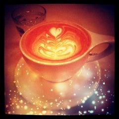 Photo taken at Intelligentsia Coffee & Tea by Garry K. on 11/1/2012