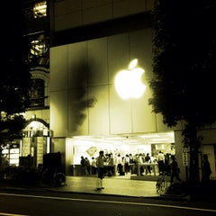 Photo taken at Apple Store 渋谷 by taq_n on 9/28/2012