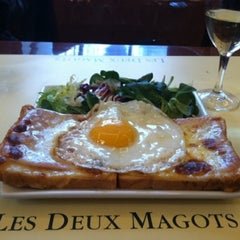 Photo taken at Les Deux Magots by Haru on 9/19/2012