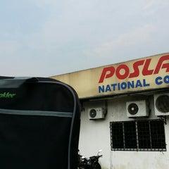Photo taken at Pos Laju by Jessnor Hafiz P. on 9/9/2014
