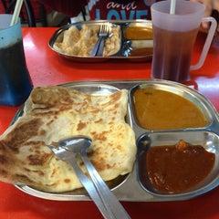 Photo taken at Restaraan Aasiya by Nurul on 9/23/2014