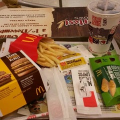 Photo taken at McDonald's by Dany R. on 10/16/2015
