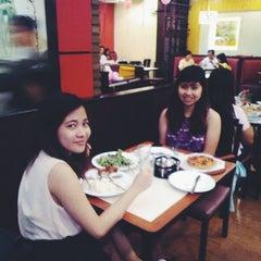 Photo taken at Pizza Hut by Xzarriane L. on 2/14/2015