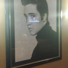 Photo taken at Elvis Presley's Heartbreak Hotel by *Andrea* on 6/3/2014